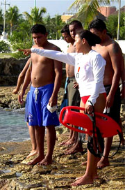 Lifeguard instructor explains rescue techniques